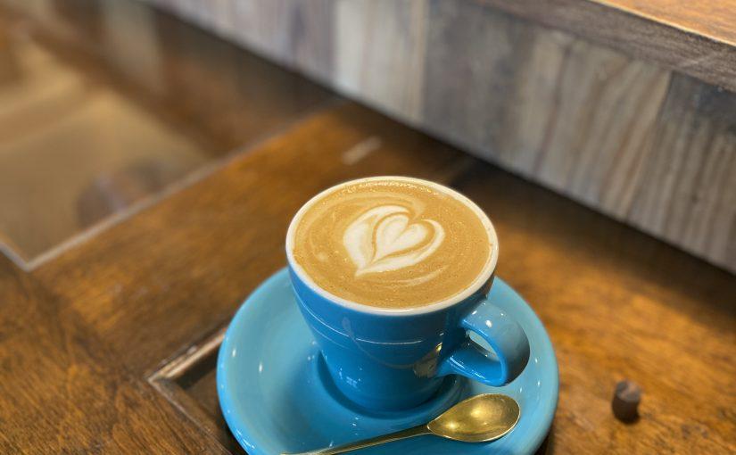 カフェと雪と牡蠣小屋。